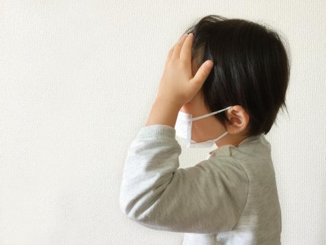 マスクをする子供